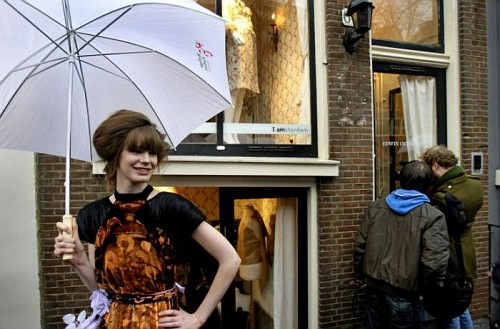 Amsterdam, Quartiere a Luci Rosse. Una Modella