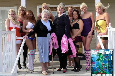 Prostitute, 2 vecchiette cercano il bordello migliore