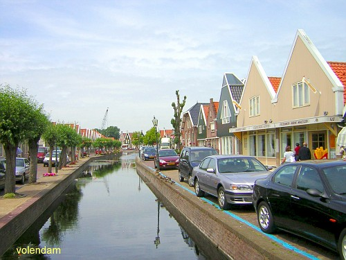 Volendam, le Casette Tipiche in un Canale
