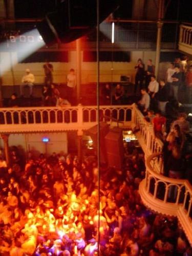 Gli ostelli ad Amsterdam. La Festa in Discoteca