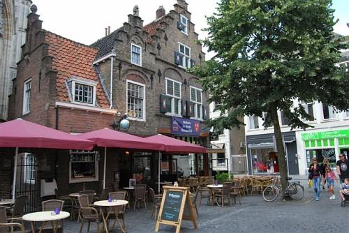 Breda, Locali